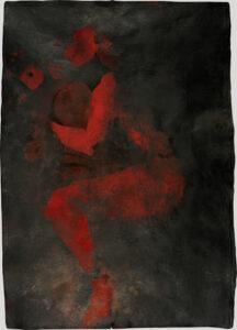 Die Form eines weiblichen Körpers, der auf der Seite liegt ist zu erkennen. Es wirkt wie ein roter Abdruck der Form auf schwarzem Hintergrund