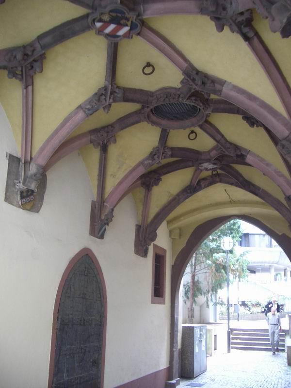 Der südliche Torbogen mit Rippengewölbe