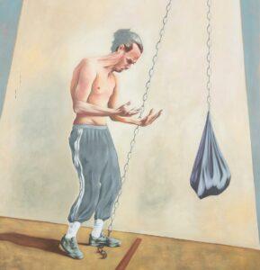 Gemälde mit einem Mann im Zentrum, der mit nacktem Oberkörper auf seine Hände schaut. Das Bild ist in hellen Farben, vorwiegend helles Beige und Grau gehalten. Der Mann scheint eine Art Boxsack vor sich aufgehängt zu haben und ist mit einer Sporthose und Sportschuhen bekleidet.