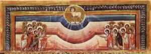 Auf beiden Seiten steht jeweils eine dichtgedrängte Figurengruppe zusammen, die das sich mittig über befindende Lamm anbeten