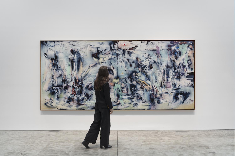 Verwischte wirkendes Gemälde in Blau- und Grüntönen. Einzelne Figuren wirken wie farbige Wolken.